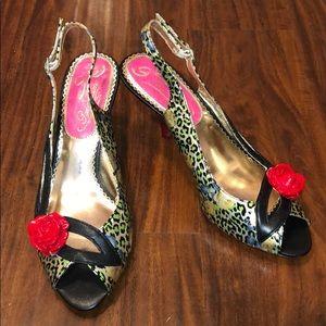 Poetic License Leopard Print W Roses Kitten Heel